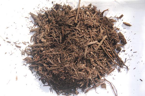 Bulk Brown Dyed Hardwood Mulch sample